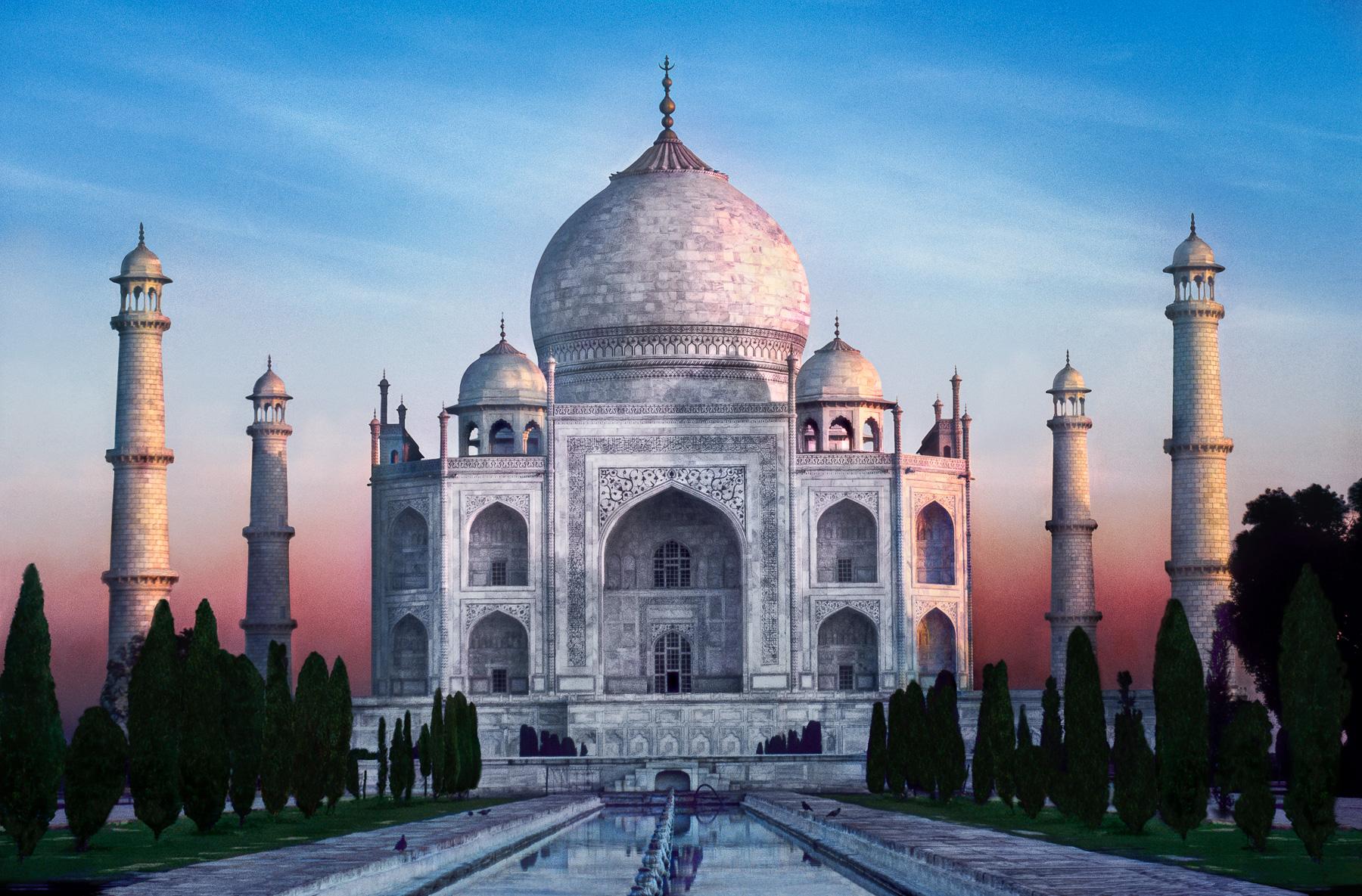 A photograph of Taj Mahal at dawn, Agra, India
